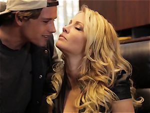 Jessica Drake pounds her lover throughout her desk