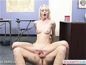 smallish jugged Sammie Daniels riding fuckpole