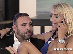 cougar Lana Vegas starlets in an assfuck 3some