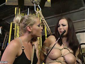 Kathia Nobili cane the tongue of hotty girl
