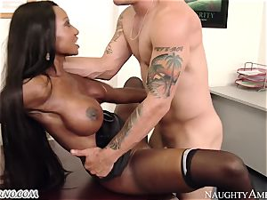 molten ebony mummy Diamond Jackson entices her employee