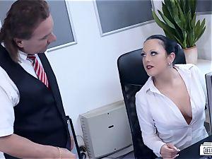 asses BUERO - cool German mummy screws boss at the office