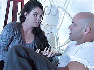 jaw-dropping Alison Tyler gets drilled in bed