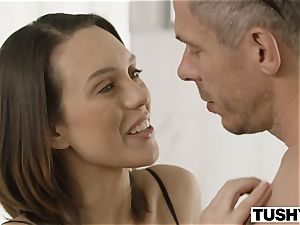 TUSHY wife Gapes For Her step-brother In Law