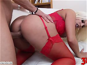 platinum-blonde Britney Amber with bouncy titties inhales a ginormous manmeat