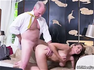 inexperienced female jerking Ivy impresses with her ample knockers and culo