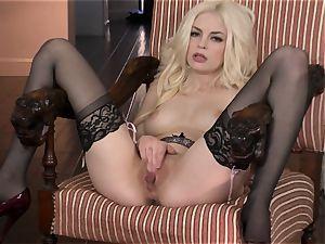 marvelous Bree Daniels loves taunting her fleshy moist slot