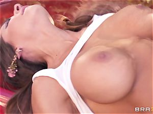 Luxury superstar Madison Ivy gets rock hard banged by Keiran Lee outdoor