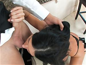 India Summers, dark-haired nude bitch, takes thick man meat on her lips in bj