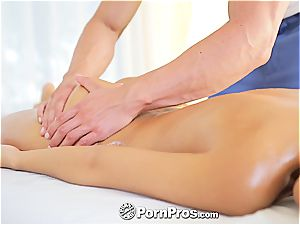 super-sexy Lola rides a penis after a molten massage