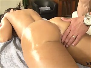 magnificent milf Lisa Ann has a taste for mexican meat