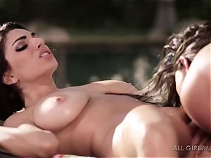 Aspen Rae hammers Darcie Dolces spot and makes her climax