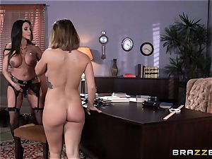 muddy professor Ariella Ferrera seduces student Keisha Grey