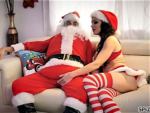 Spizoo - observe Jessica Jaymes fuckin' Santa Claus