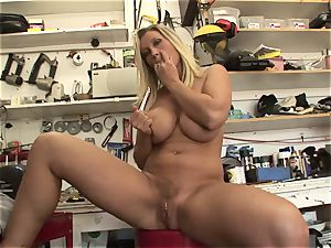 hot Devon Lee likes taunting her sweet wet pearl