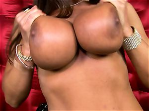 spectacular Lisa Ann unveils her phat fleshy baps